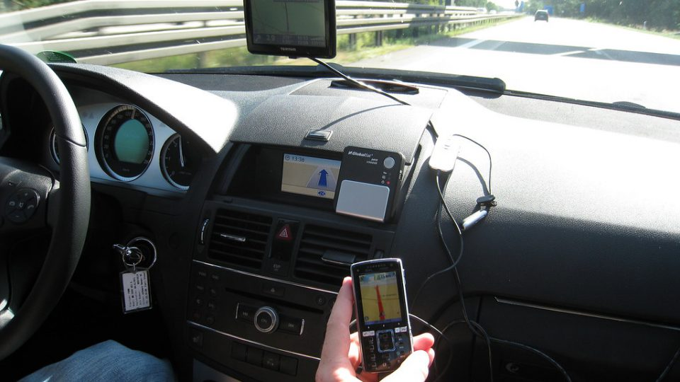 how-to-install-gps-tracker-in-car